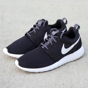 NIKE ROSHE ONE Premium Women's Shoes Size 6.5 NEW